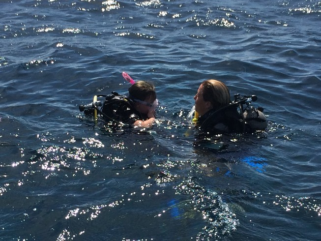 Ela and Suzanne (our instructor) doing their last minute dive checks before going under the water.