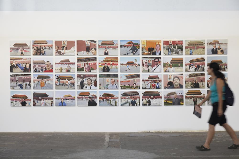 Notícias de Lugar Nenhum (Made in China) •2010 •40 óleos sobre tela• 37 x 50 cm (cada) • Coleção MAC-USP - Museu de Arte Contemporânea da Universidade de São Paulo