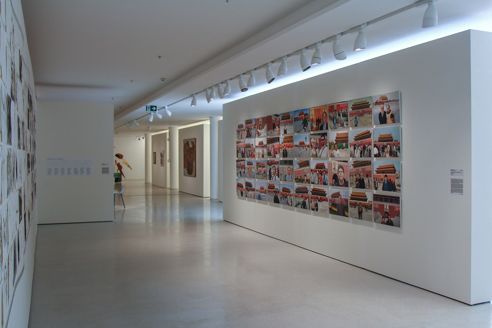 Notícias de Lugar Nenhum (Made in China) •2010 •40 óleos sobre tela• 37 x 50 cm (cada)• Coleção MAC-USP - Museu de Arte Contemporânea da Universidade de São Paulo