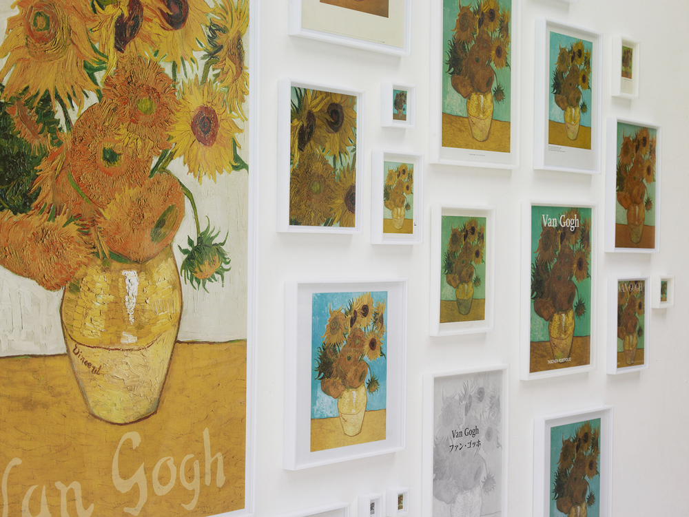 A Escolha (detalhe) •2005/2012 •Impressos, páginas de livros, cartões e calendários emoldurados • Dimensões variáveis