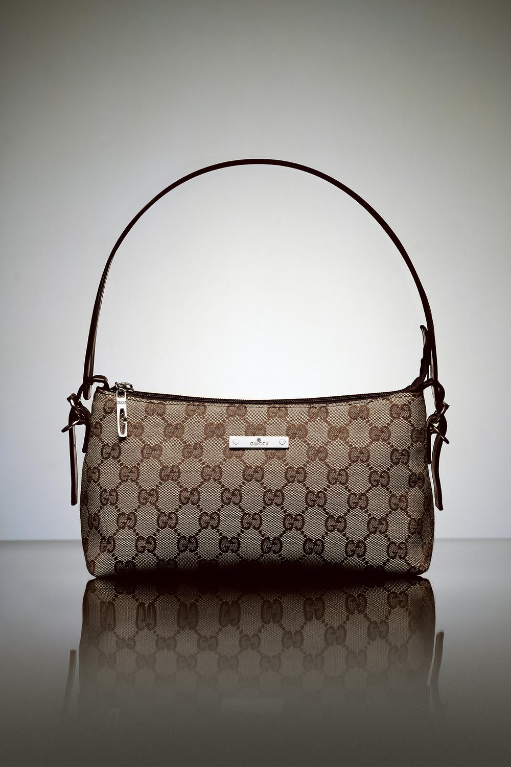 Gucci: R$ 105,00 (série O Que Te Seduz) (detalhe) •2003/2004 •Fotografia, impressão digital, recibo de compra •120 x 80 cm, 30 x 30 cm (díptico)