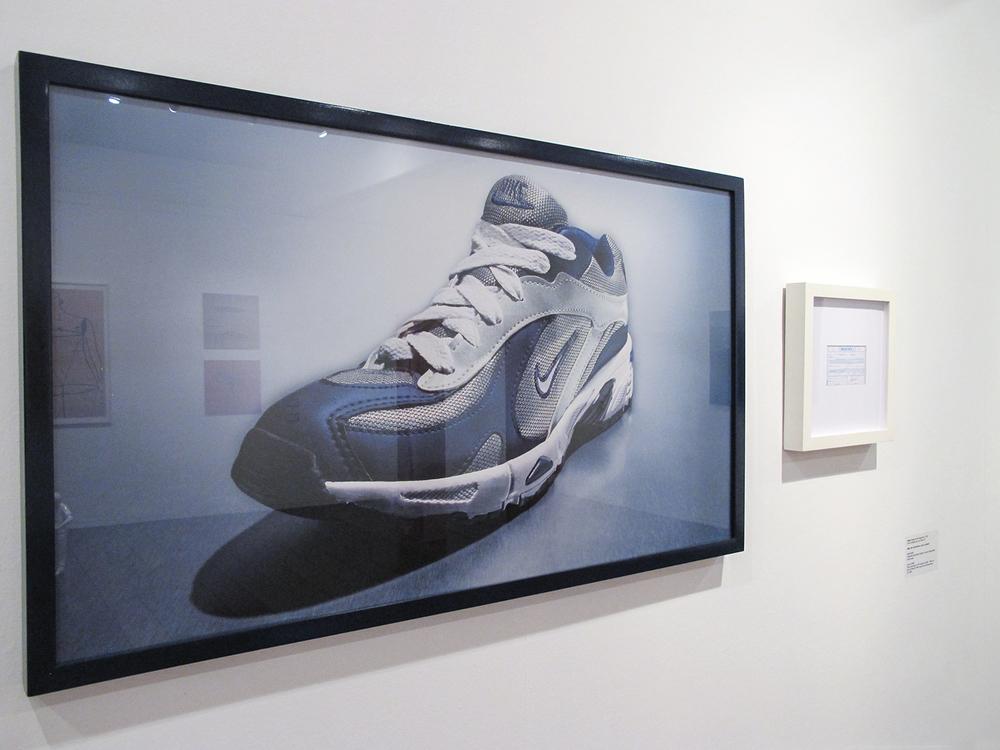 Nike: R$ 35,00 (série O Que Te Seduz) •2003/2004 •Fotografia, impressão digital, recibo de compra •69 x 120 cm, 30 x 30 cm (díptico)• Coleção MARP - Museu de Arte de Ribeirão Preto