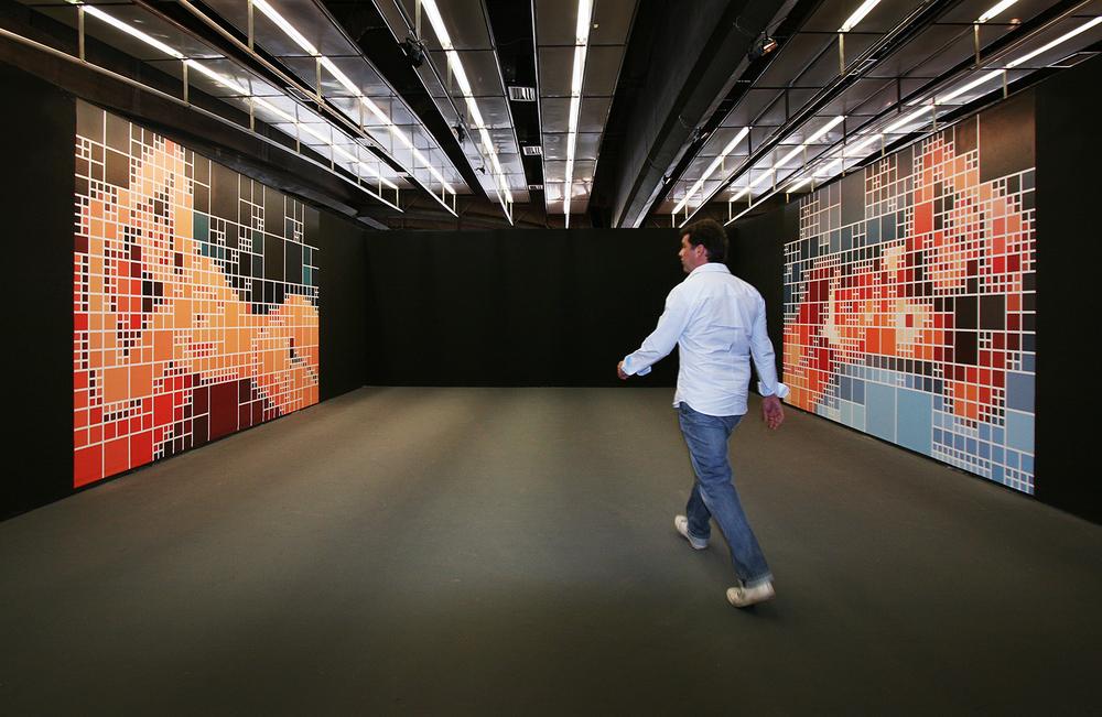 Modigliani x Alexandra •2007 •Fotografia, vinil adesivo • Dimensões variáveis • Coleção de Arte da Cidade de São Paulo - Centro Cultural SP
