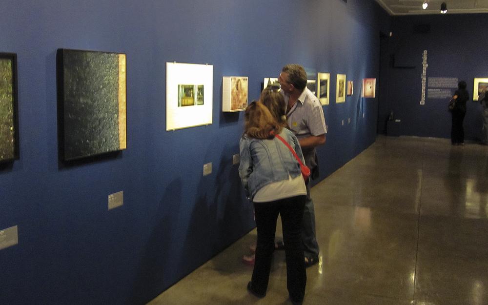 Vista geral da exposição  Dez Anos do Clube dos Colecionadores da Fotografia  , Museu de Arte Moderna de São Paulo.  Curadoria Eder Chiodetto.  Julho de 2010.