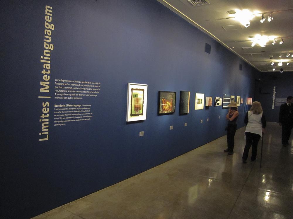 Vista geral da exposição  Dez Anos do Clube dos Colecionadores da Fotografia , Museu de Arte Moderna de São Paulo.Curadoria Eder Chiodetto.Julho de 2010.