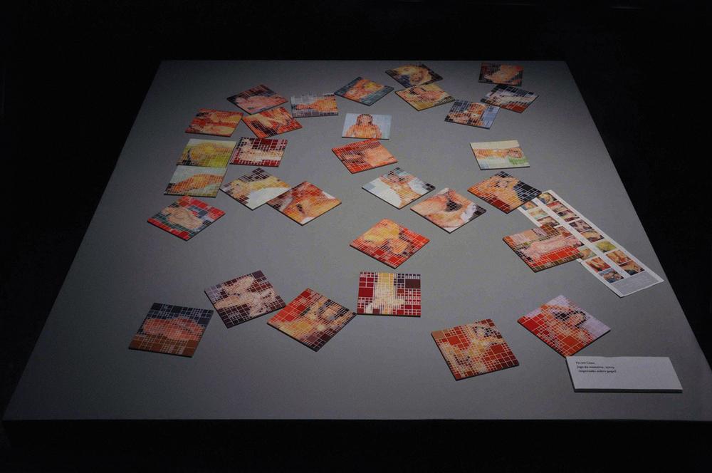 Por Aqui, Formas Tornaram-se Atitudes, exposição coletiva com curadoria de Josué Mattos, no SESC Vila Mariana, em São Paulo. Setembro de 2010.Obras: Jogo da Memória, 2009