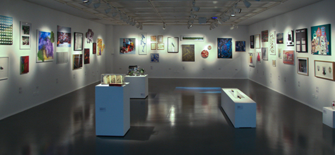 Group show with small format works by the artists of   Ateliê Fidalga   at Carlos Carvalho Gallery in Lisbon, Portugal. September and October 2009.