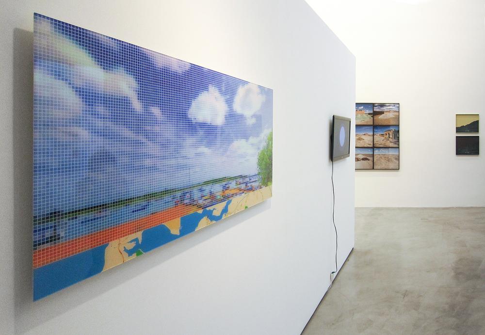 C  oletiva  Território de Caça  , curada por Mario Gioia, na Galeria Zipper, São Paulo. Dezembro de 2011.