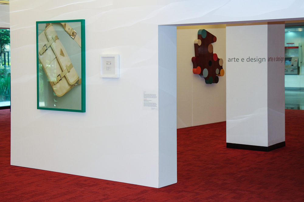 Exposição coletiva  Arte e Design  na Sala de Arte Santander, São Paulo. Outubro de 2013.  Curadoria Rejane Cintrão.