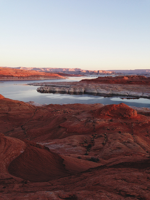 kevinruss :      Lake Powell, AZ  on Flickr.     Beautiful. Sometimes I forget what nature can look like. Then I see a picture that reminds me.