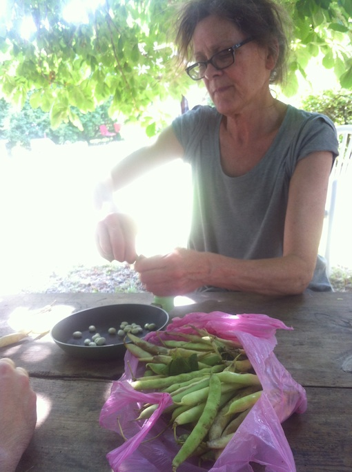 Shelling beans with Terresa under the chestnut tree