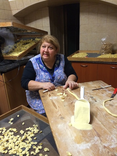 An orecchiette lesson in Bari's old town