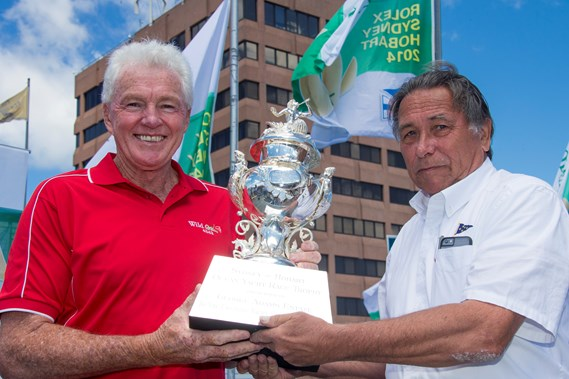 Roger receiving the Tattersalls Cup from CYCA Commodore John Cameron for his Sydney to Hobart victory in 2014.