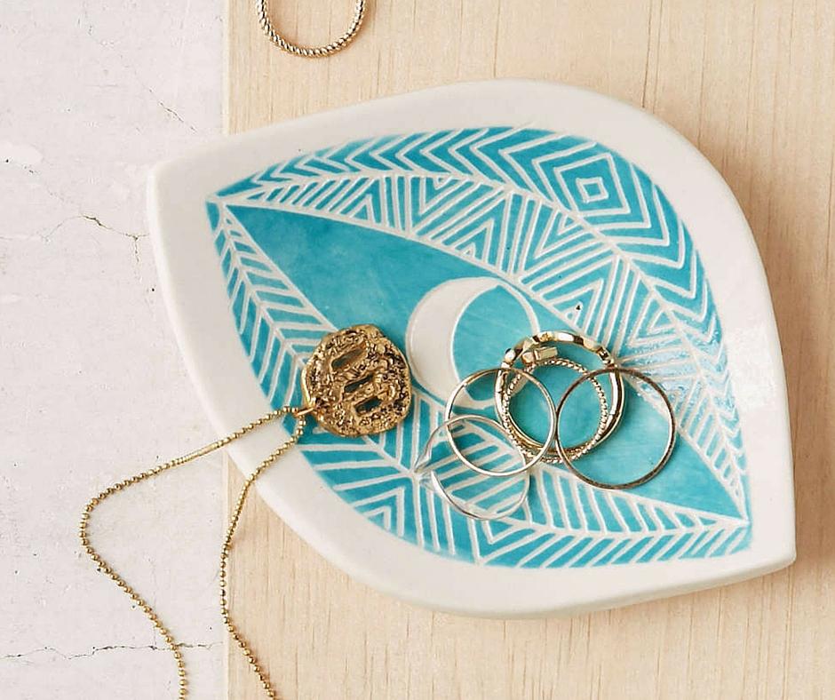 Podstawka na biżuterię:  urbanoutfitters.com