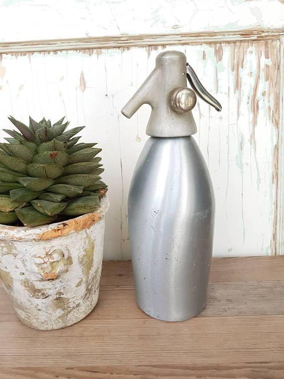 Metalowa butelka z syfonem