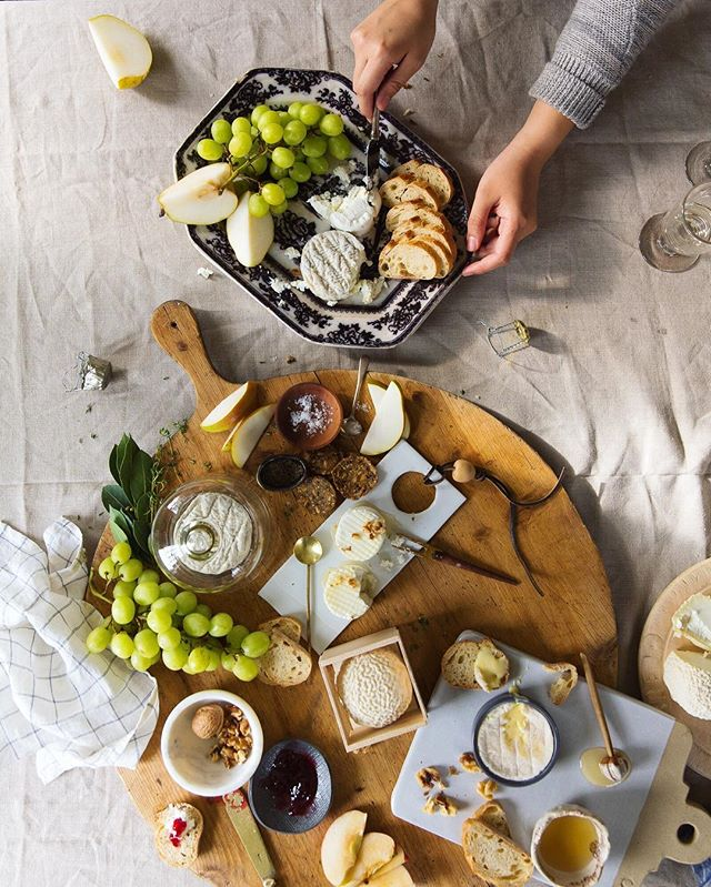 Delicious @vermontcreamery spread styled by @bliu07 and @cottagefarm with some of the yummiest homemade jams from @sarah.waldman! Heavenly🧀☁️