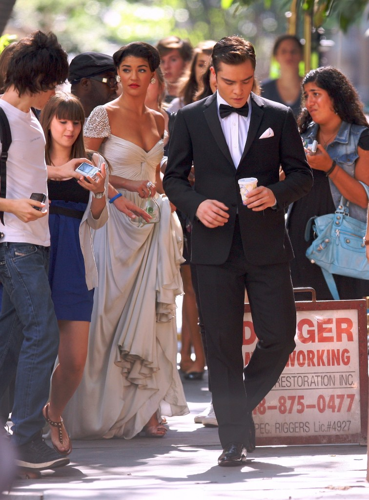 jessica-szor-and-ed-westwick-filming-gossip-girl-in-nyc-august-09-756x1024.jpg