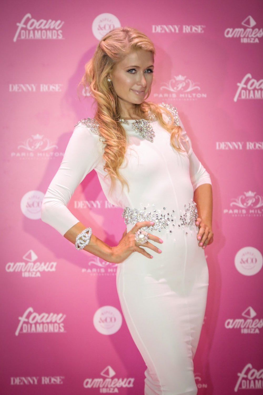 PARIS HILTON FOAM AND DIAMONDS AMNESIA IBIZA 2014 BY JAMES CHAPMAN-009.jpg