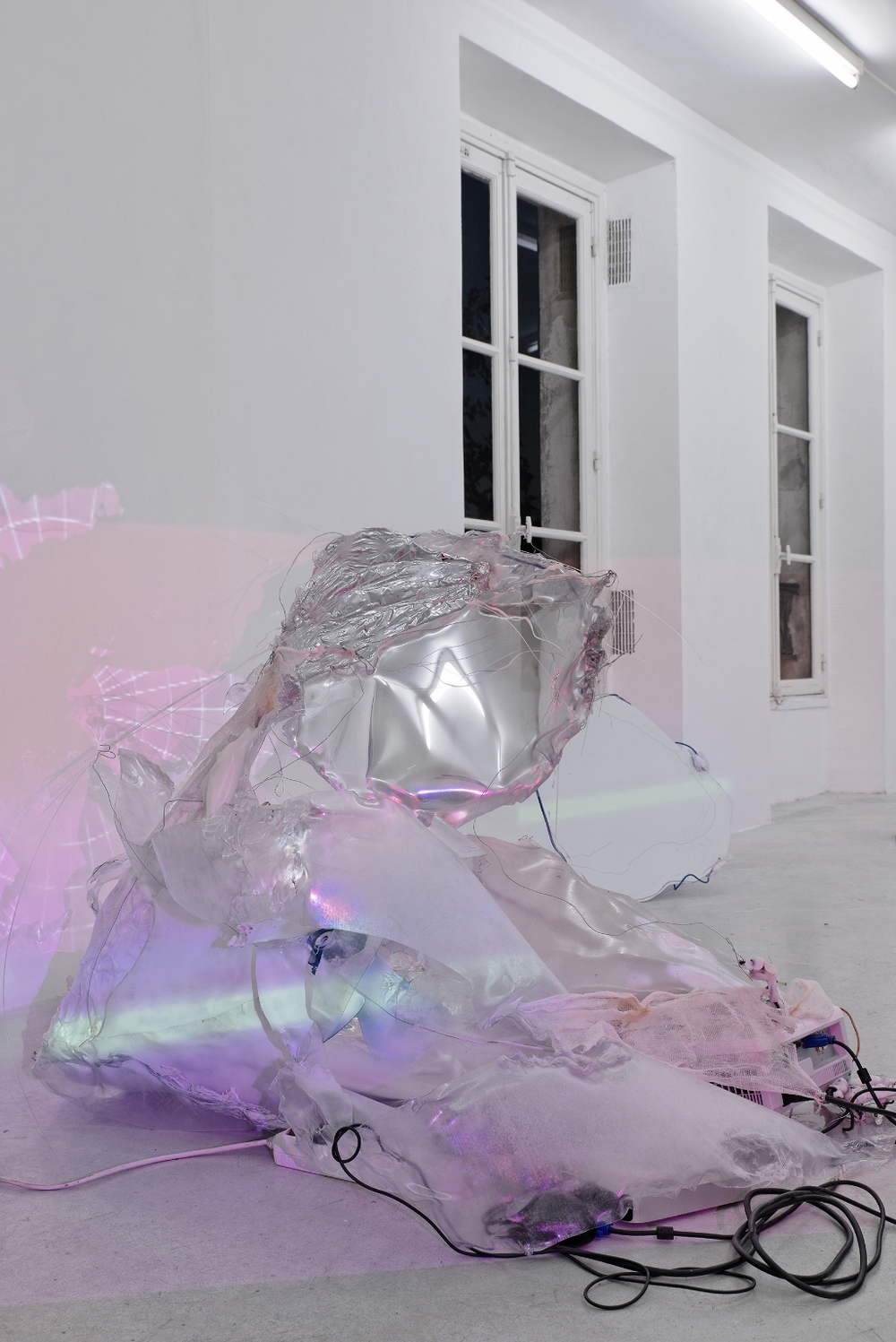 Daiga Grantina, ЯR, 2014, Polycarbonat, string, wire, mirror spray, aluminum, projection 1 (super8 transf. to PAL, loop), projection 2 (digital, loop), Dimensions variable, Photo credit / Aurélien Mole, Courtesy Galerie Joseph Tang, Paris