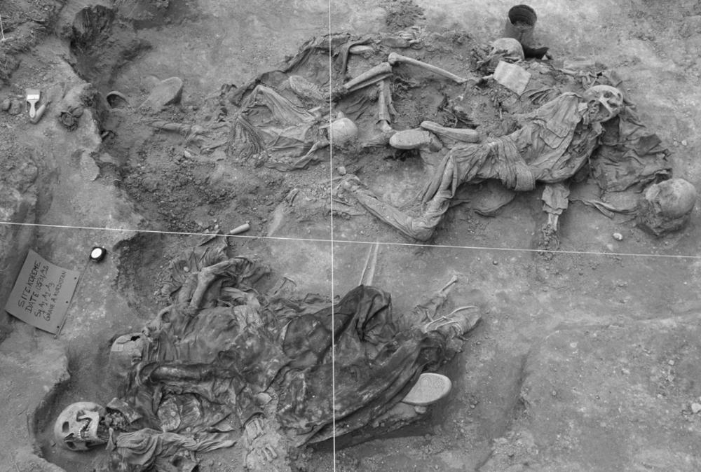 1992 - La distruzione di Koreme, Kurdistan iracheno, mappare le fosse comuni.  Tombe A-Sud, Koreme, Iraq del nord, giugno 1992 © Susan Meiselas, Magnum Photos