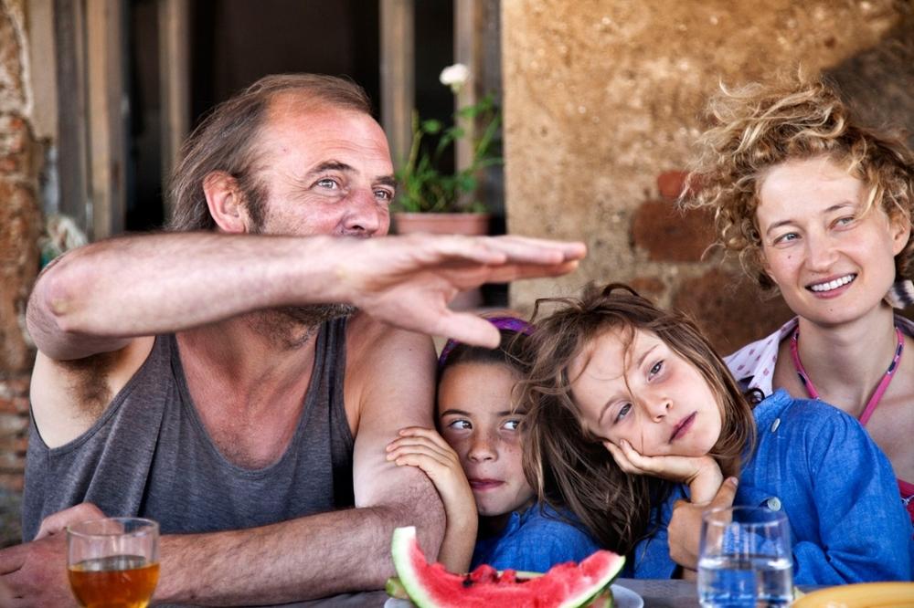 Title: Le meraviglie  Director: Alice Rohrwacher  Year: 2014  Track: T'appartengo (Ambra Angiolini)   https://www.youtube.com/watch?v=EVUGBoQ_eHE