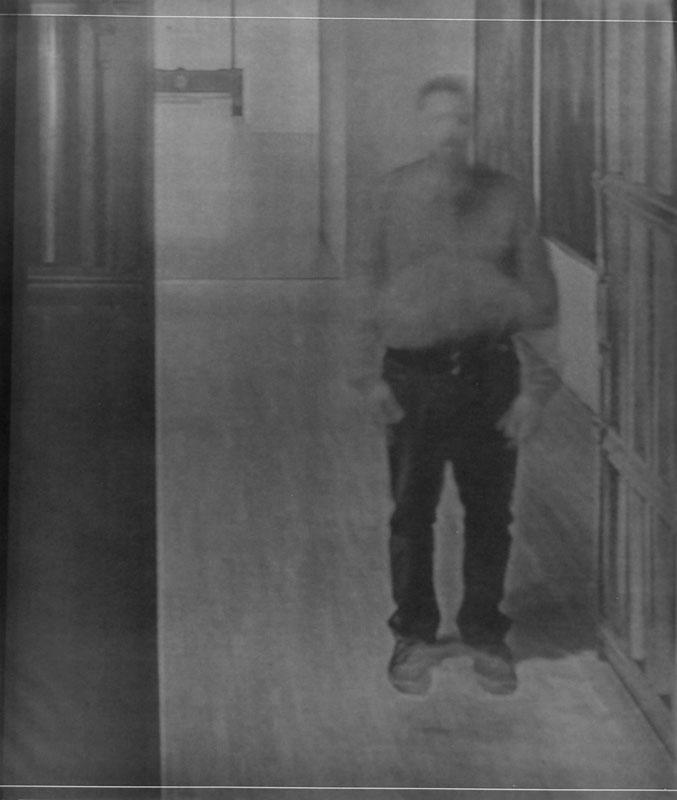 Fabio Sandri, Autoritratto di tempi lunghi 020, 2010. Stampa a contatto da negativo ottenuto con videoproie- zione su carta fotografica, 147 x 127 cm (Courtesy dell'artista e Galleria Artericambi, Verona)