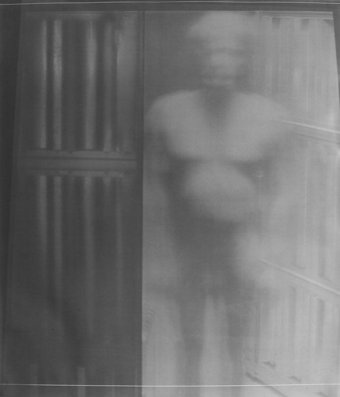 Fabio Sandri, Autoritratto di tempi lunghi 022, 2010. Stampa a contatto da negativo ottenuto con videoproie- zione su carta fotografica, 149 x 127 cm  (Courtesy dell'artista e Galleria Artericambi, Verona)