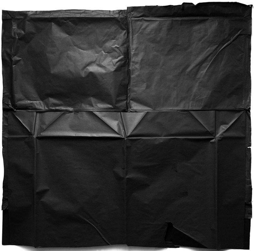 Paul Caffell, Envelope – 2009 – VI, 2009. Stampa al platino-palladio, 82 x 64 cm  (Courtesy dell'artista e Galleria Mummery+Schnelle, Londra)
