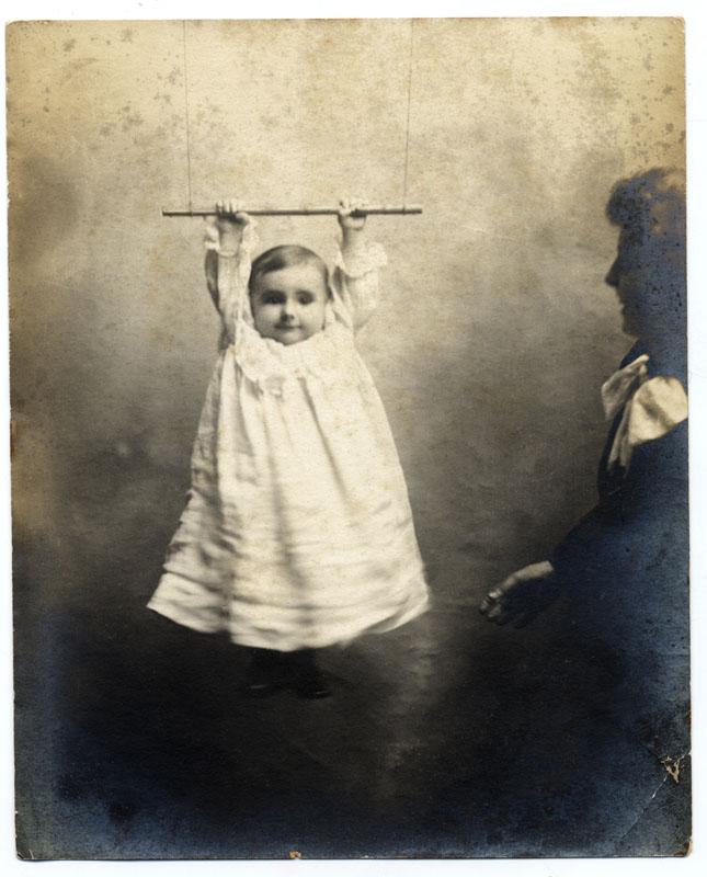Linda Fregni Nagler,  #0458, #0376, #0185, #0632  da  The Hidden Mother  (2006- 2013). (Anno di stampa: 2013). Stampe al platino-palladio, 42,5 x 30,5 cm ciascuna (Courtesy dell'artista e Galleria Monica De Cardenas, Milano)