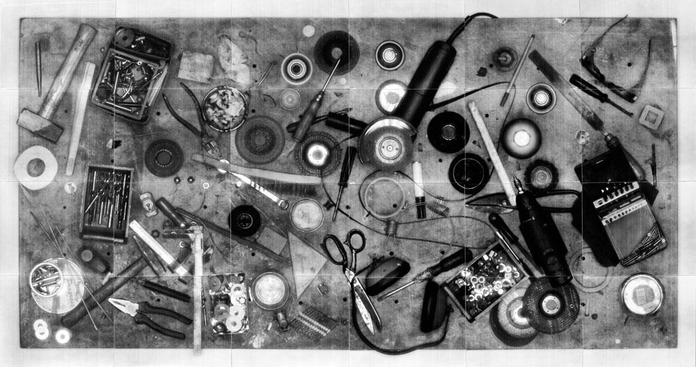 """Anna Lena Radlmeier, Table, 2010. Collimatografia, assemblaggio di 24 stampe a contatto, 148 x 78 cm  (Courtesy dell'artista)  [Nota bene: le """"collimatografie"""" sono immagini ottenute con il """"collimatografo"""", una specie di scanner analo- gico creato da A. L. Radlmeier]"""