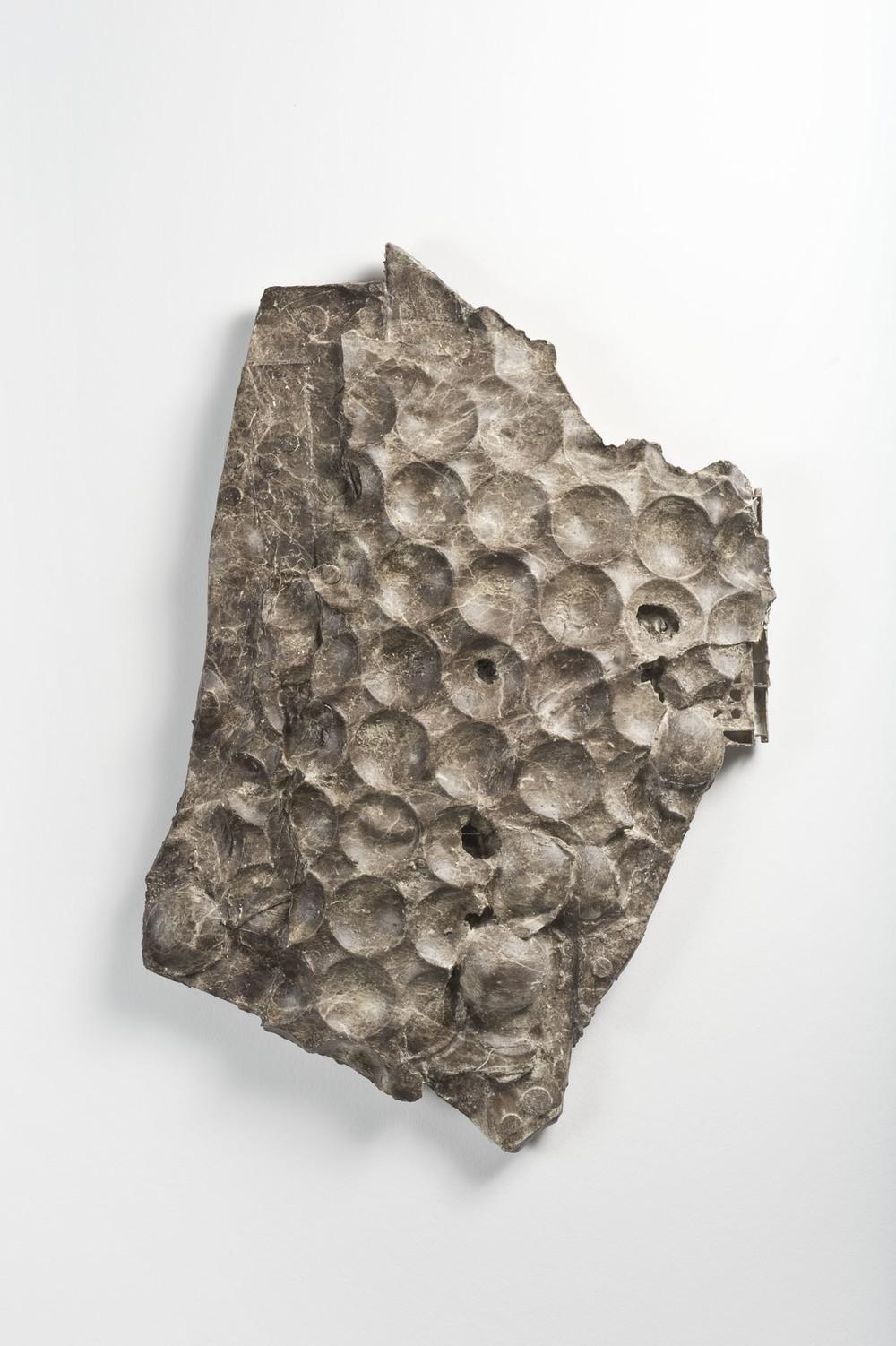 Luca Trevisani, Marmomarmalade, 2013. Dip print su gesso, materiali vari, 87 x 64 x 12 cm  (Courtesy Galleria Mehdi Chouakri, Berlino)