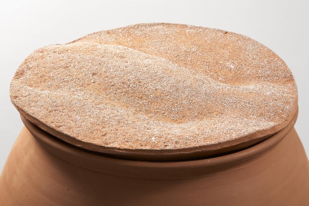 Renato Leotta, Aventura,  2016, terracotta, sand, detail
