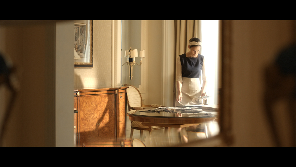 Title: Hotel Desire  Director: Sergej Moya  Year: 2011  Track: Tarrantino Opener (Stefan Maria Schenider)     https://soundcloud.com/stefanmariaschneider-1/sets/hotel-desire-ost-
