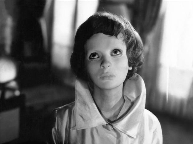 Title: Les yeux sans visage  Director: Georges Franju, Claude Sautet  Year: 1960  Track:  Thème Romantique (Maurice Jarre)