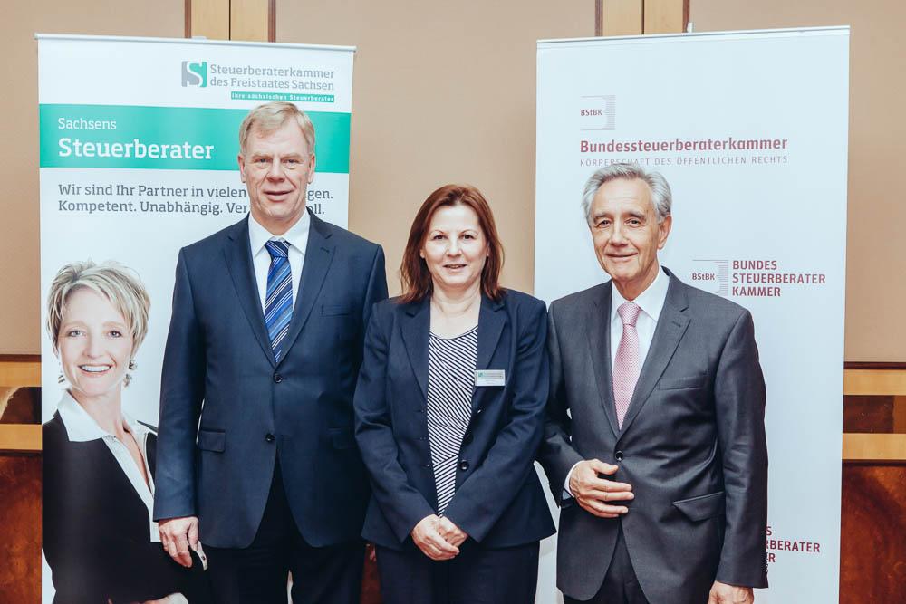 v. l.: Prof. Dr. Georg Unland (Finanzminister des Freistaates Sachsen), Steffi Müller(Präsidentin der Steuerberaterkammer des Freistaates Sachsen) und Dr. Horst Vinken (Präsident der Bundessteuerberaterkammer)