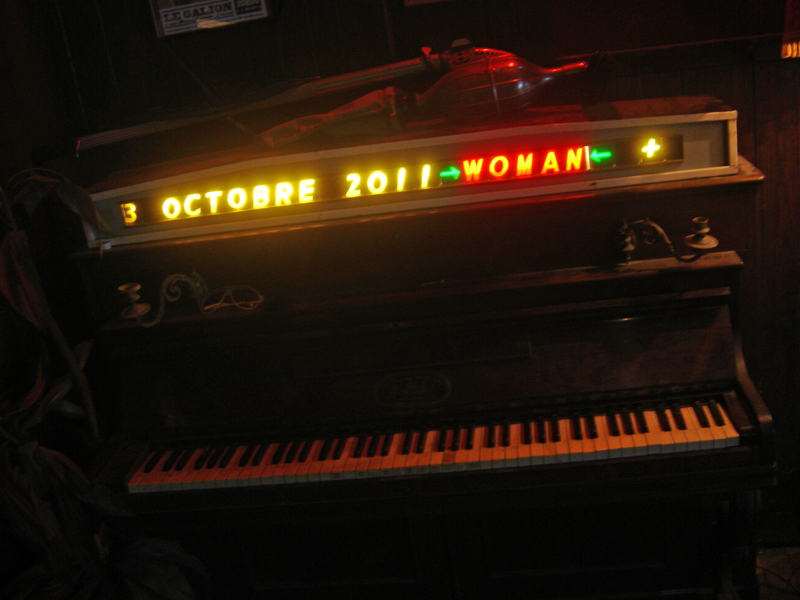 Photo0138_Lorient_WOMANpiano.jpg