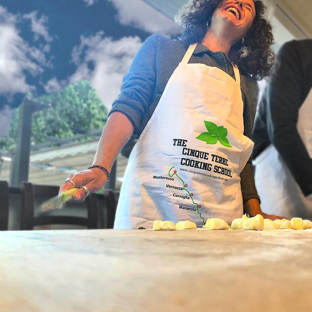 2018-ITALY_cinque-terre_monterossa_pesto_dana_laughing-.jpg