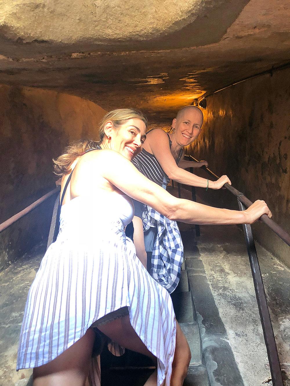 2018-ITALY_firenze_duomo-steps_lisa_sara-up--Recovered.jpg