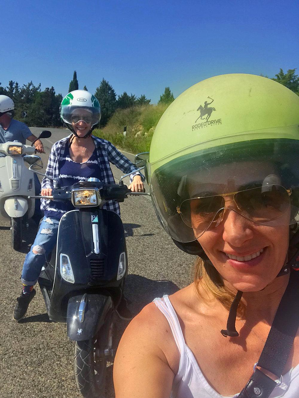 2018-ITALY_firenze_chianti-region_david_sara_lisa-scooters.jpg