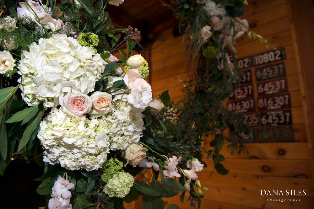 Charles-River-Museum-wedding-floral-design-flowers-by-ilya-gukasyan