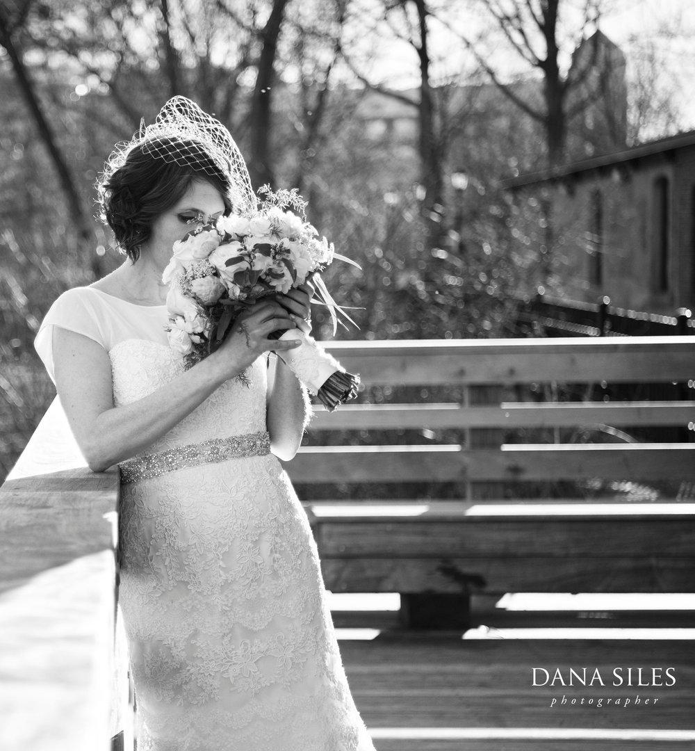 Charles-River-Museum-bride-bouquet