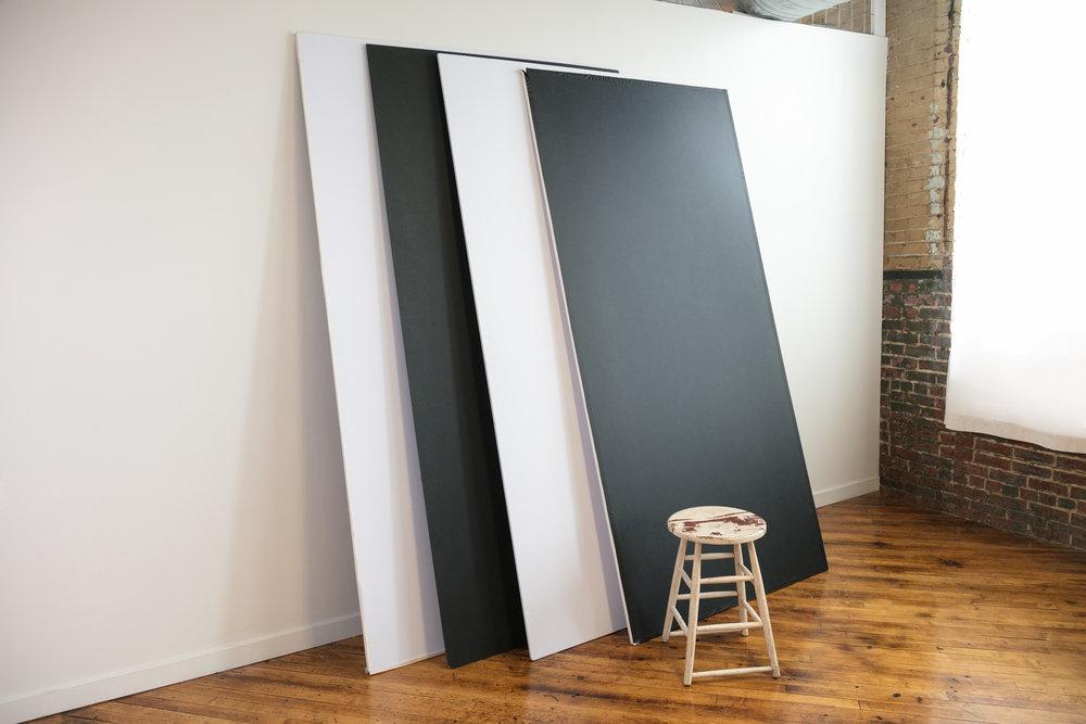 4' x 8' V-Flats Black & White
