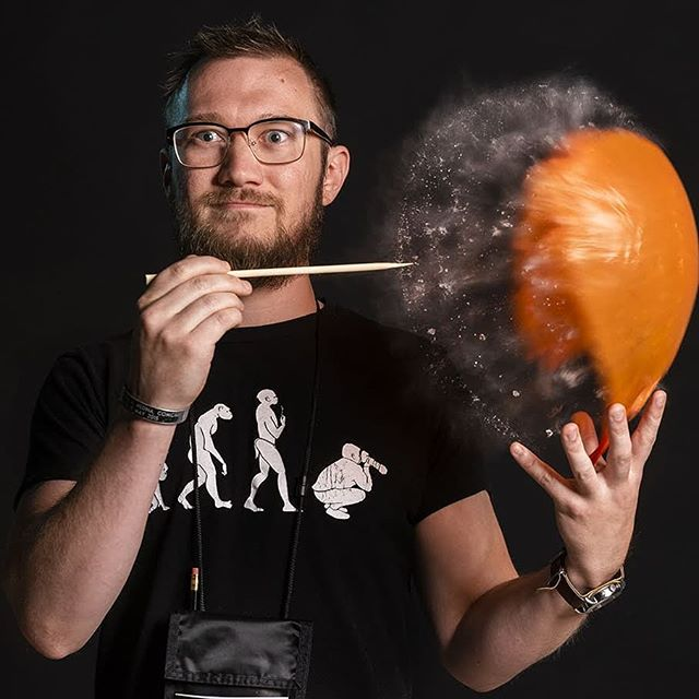 Big thanks to @danielalden for the high speed magic. Today we demonstrated high speed flash photography for the students in the RIT Photography workshop. @ritart_design @rit.photo @rittigers