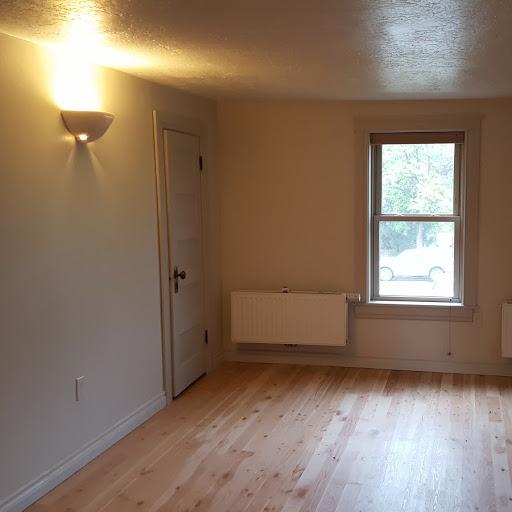 422 Ford St #2 Living room.jpg
