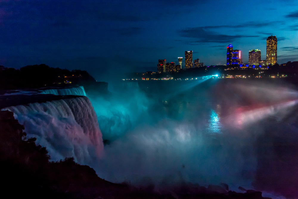 Niagara Falls, US view at night.