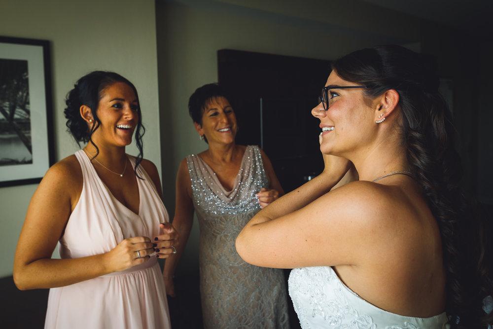 Moshulu-Wedding-Photographer-0015.jpg