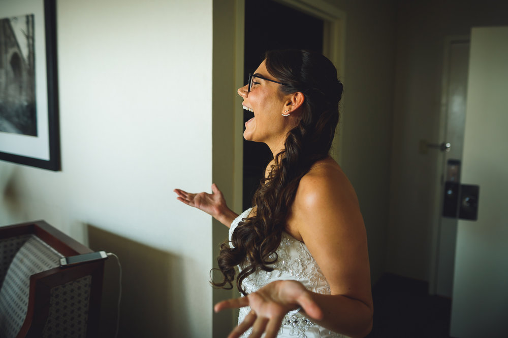 Moshulu-Wedding-Photographer-0016.jpg
