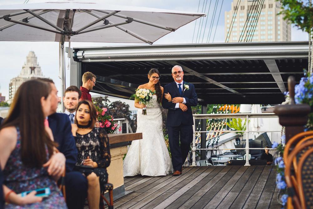 Moshulu-Wedding-Photographer-0029.jpg