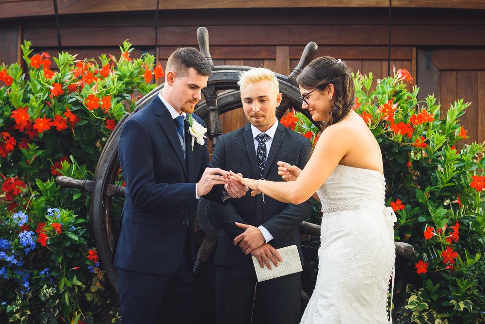 Moshulu-Wedding-Photographer-0038.jpg