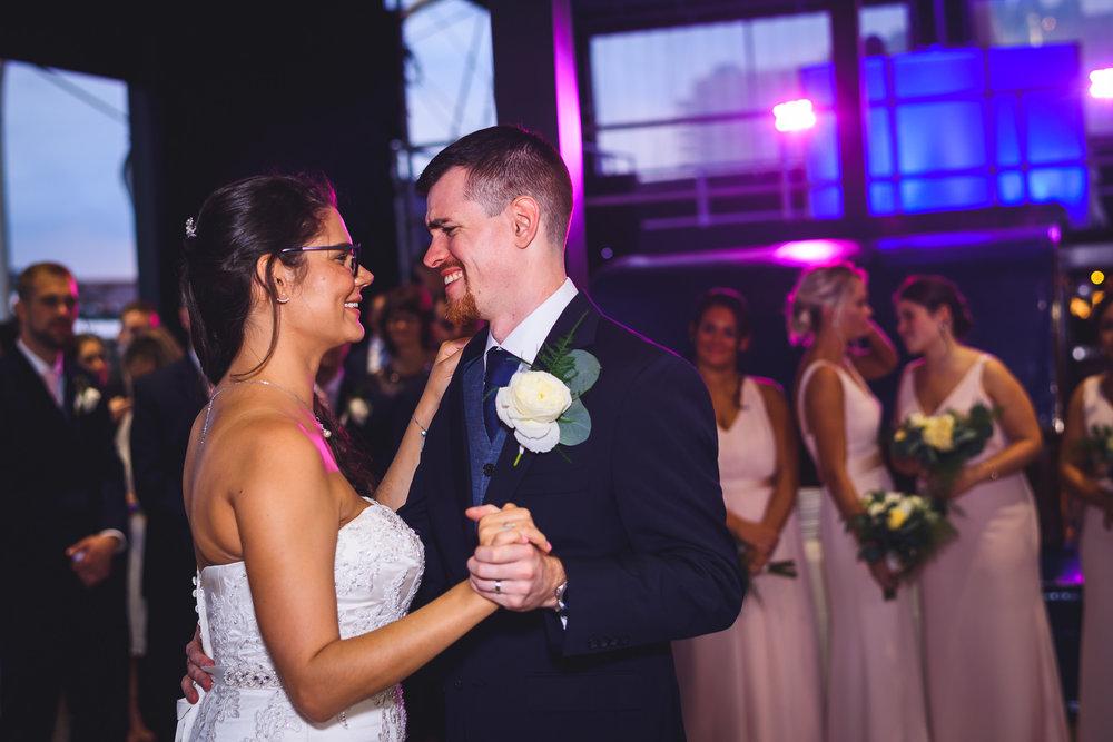 Moshulu-Wedding-Photographer-0048.jpg